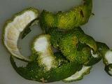ゆず胡椒作り ゆずの皮を薄くむく