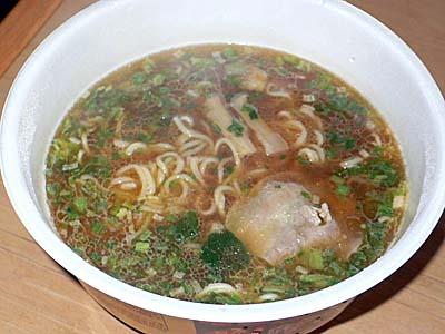 サンマラーメン風カップ麺とどん兵衛芋煮うどん。