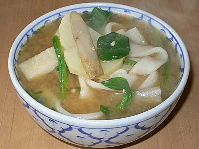 熊本のインスタント団子汁。汁付きで手軽に作れる。