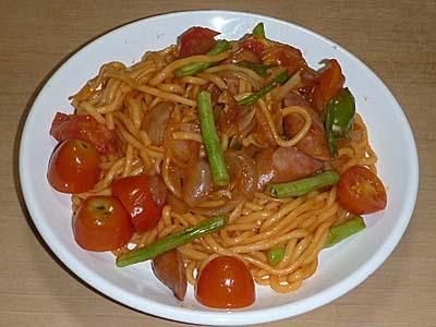味のスパゲッティ風めんで作った簡単ナポリタン