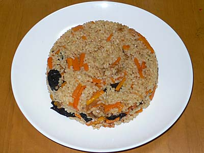 ビグザムの型に入れた炊き込みご飯をひっくり返したところ